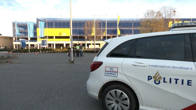Een politiewagen bij de locatie van de mogelijke schietpartij