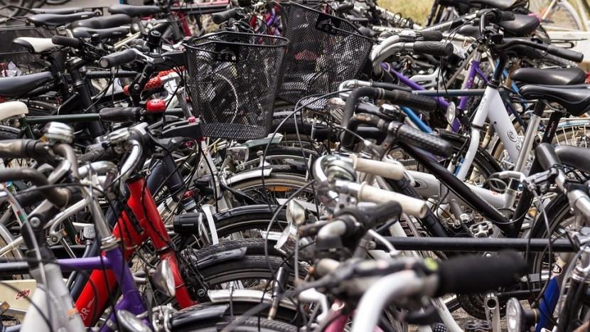 Gemeente plaatst extra fietsnieten in het centrum van Son