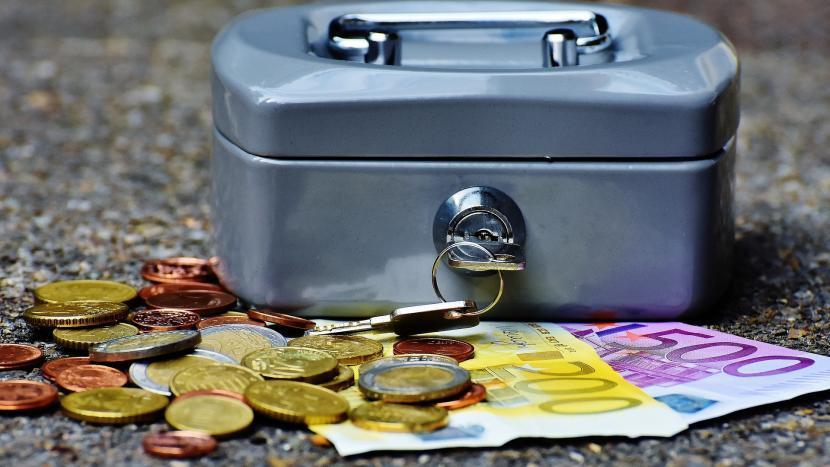 Een geldkistje met euro's