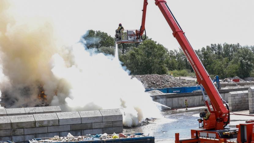Brand bij Baetsen op Ekkersrijt, brandweer schaalt groot op