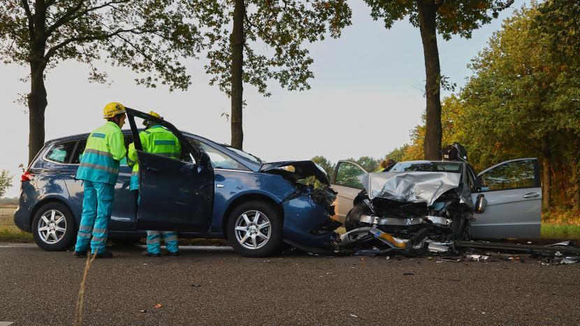 Vier gewonden na frontale aanrijding op Lieshoutseweg