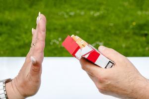 D66: publieke gebouwen, schoolpleinen en speeltuinen rookvrij