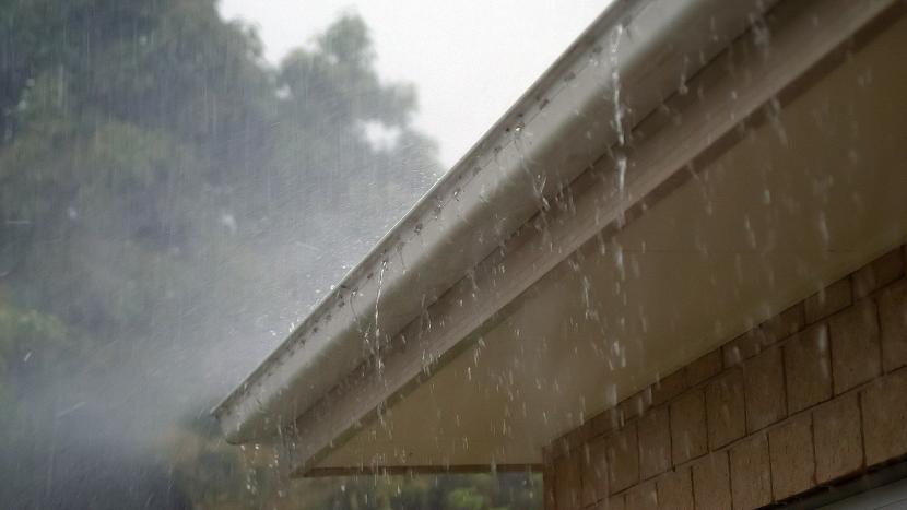 Dakgoot waar het hemelwater uit stroomt