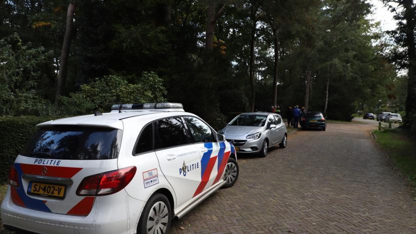 De voertuigen die betrokken zijn bij het ongeval met een politiewagen