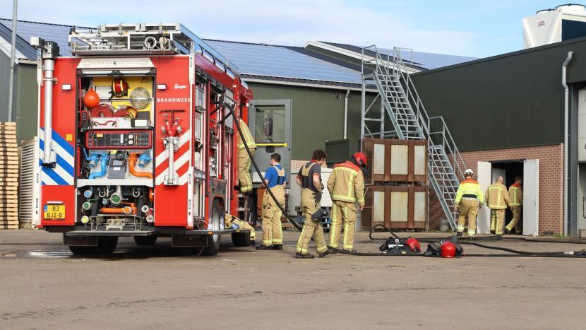 De brandweer op het terrein aan de Rijtvenweg