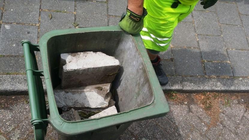 Afval in de verkeerde bak kan grote schade veroorzaken