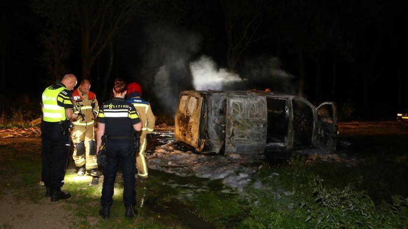 Brandweer blust brandende bestelbus nabij Lieshoutseweg