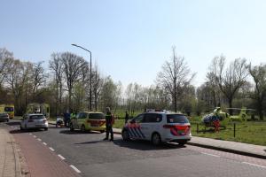 Man met onbekend letsel naar ziekenhuis na ongeval met bromfiets