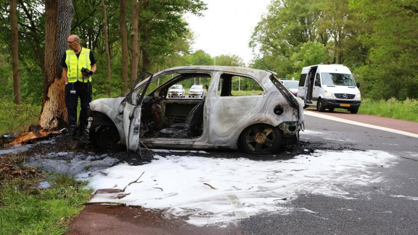 Omstanders redden automobilist uit brandend voertuig na ongeval