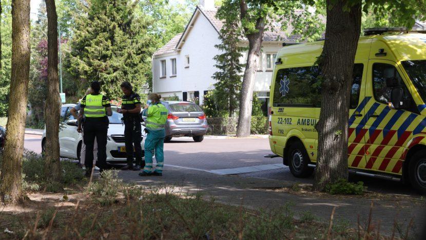 Ambulance en politie bij het ongeval op de kruising Boslaan/Heistraat