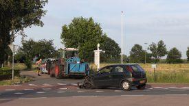 Bestelbus en personenauto botsen op Rooijseweg