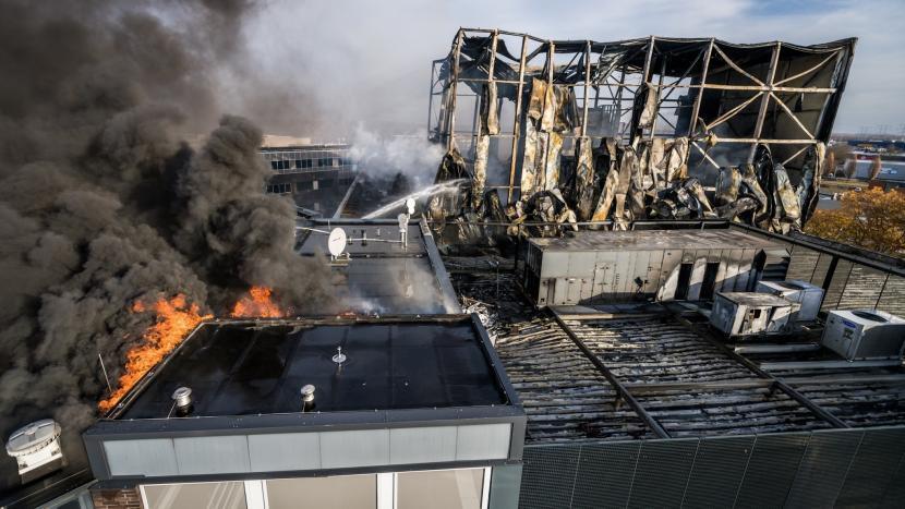 Zeer grote brand brengt enorme schade aan bij Prodrive
